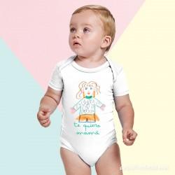 Bebé con body con dibujo